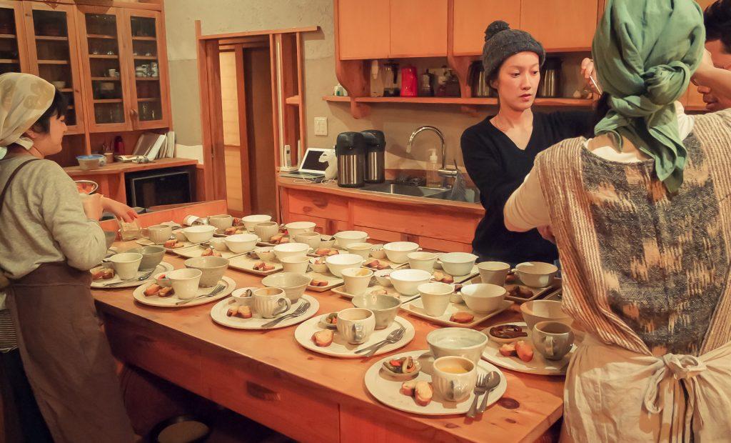 La préparation du dîner (photo : Clara Onuki).